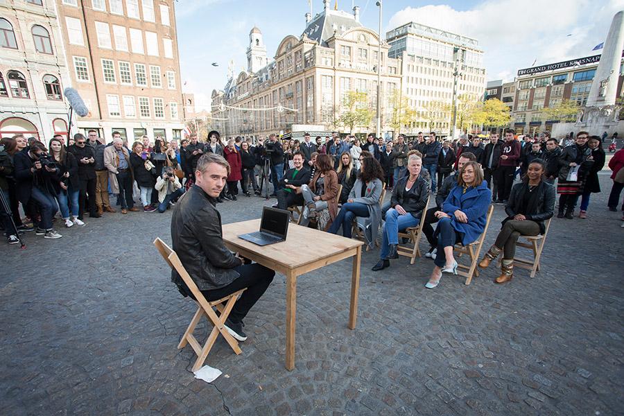 Kandidaten Wie is de Mol? bekendgemaakt, met live-eliminatie op de Dam.
